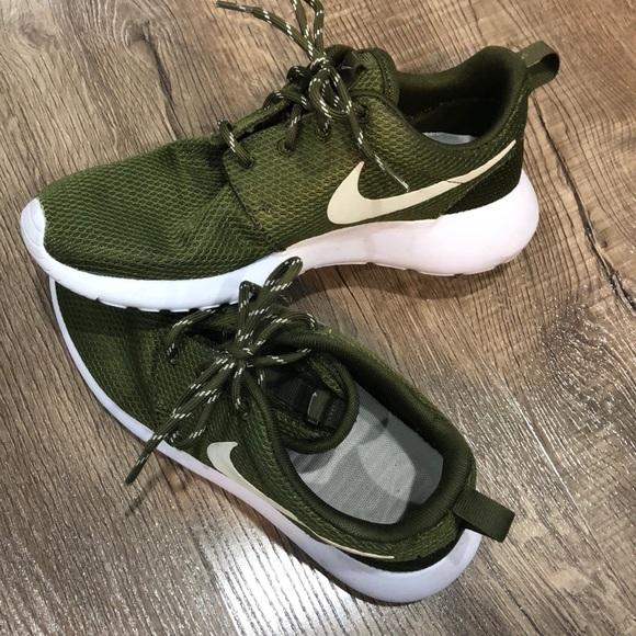 f953abecb2c4 Nike Roshes- army green. M 5c12e9d8c9bf5001cc895497